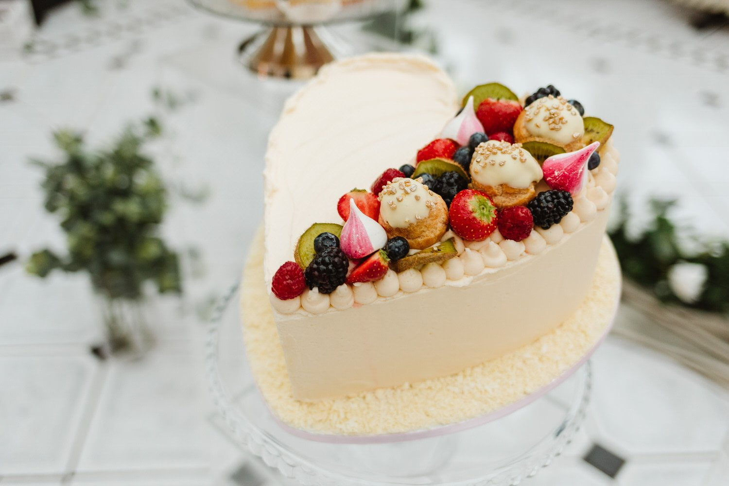 Choosing your wedding cake supplier